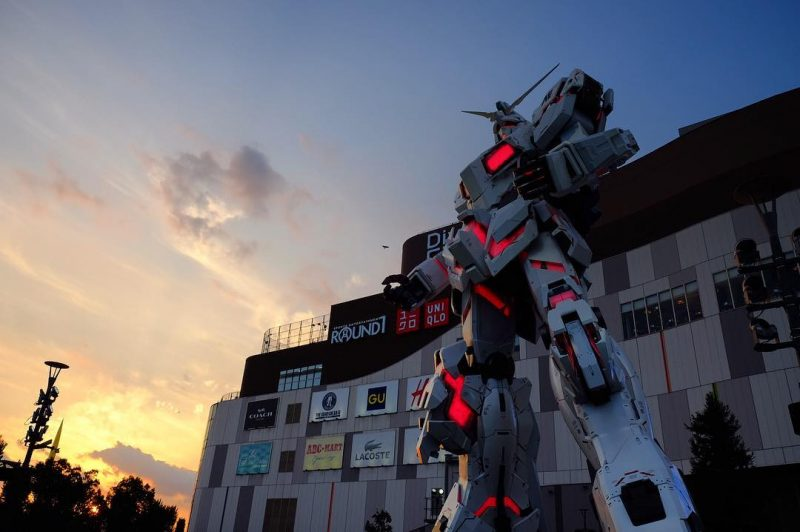 Giant Unicorn Gundam statue in Odaiba