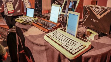 Retro style bluetooth typewriters