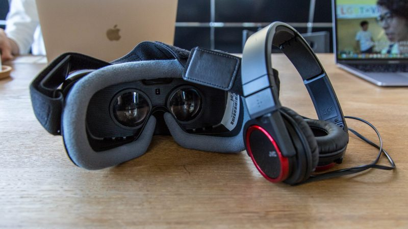Oculus Rift and headphones VR setup