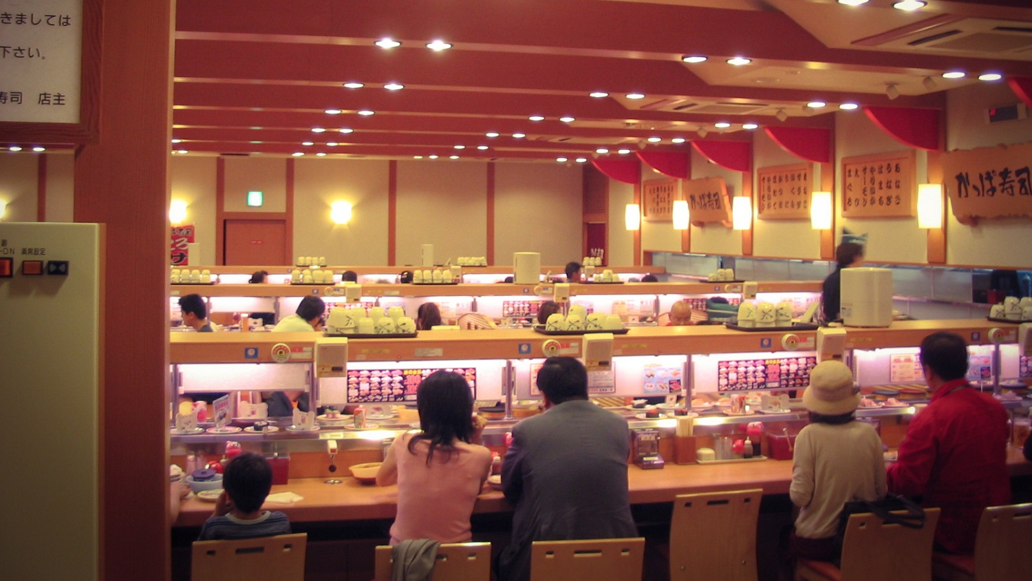 kaiten-sushi-4 5 of the Best Sushi-Go-Rounds in Tokyo